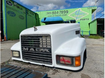 2006 MACK CH SET FORWARD HOODS
